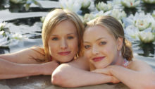 """""""Leave it to Beaver"""" (l-r) Kristen Bell (""""Veronica Mars"""") with guest star Amanda Seyfried (""""Lilly Kane"""") in VERONICA MARS on UPN.  Photo: Ron P. Jaffe/ UPN. ©2005 CBS Broadcasting Inc.All Rights Reserved"""